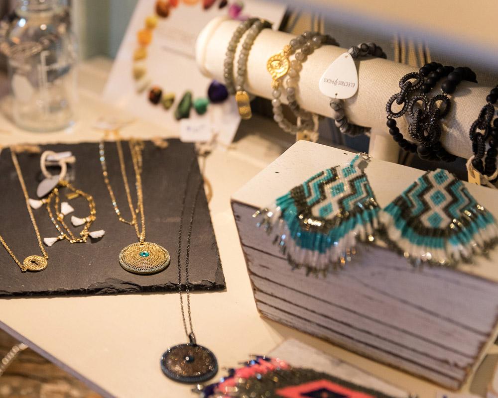 Jewelry, Earrings & Bracelets